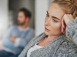 چرا زن ها به عشق مردها شک دارند