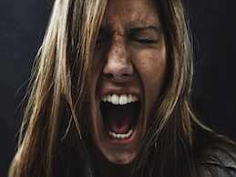 چگونه با زنان غرغرو، بهانه جو و ایرادگیر رفتار کنیم